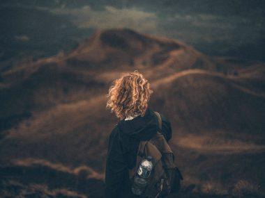 dziewczyna na trekkingu